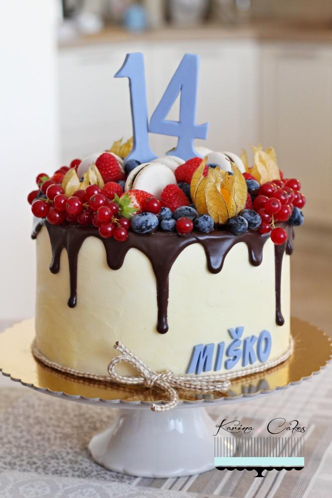 Torta s ovocím a makrónkami_2559