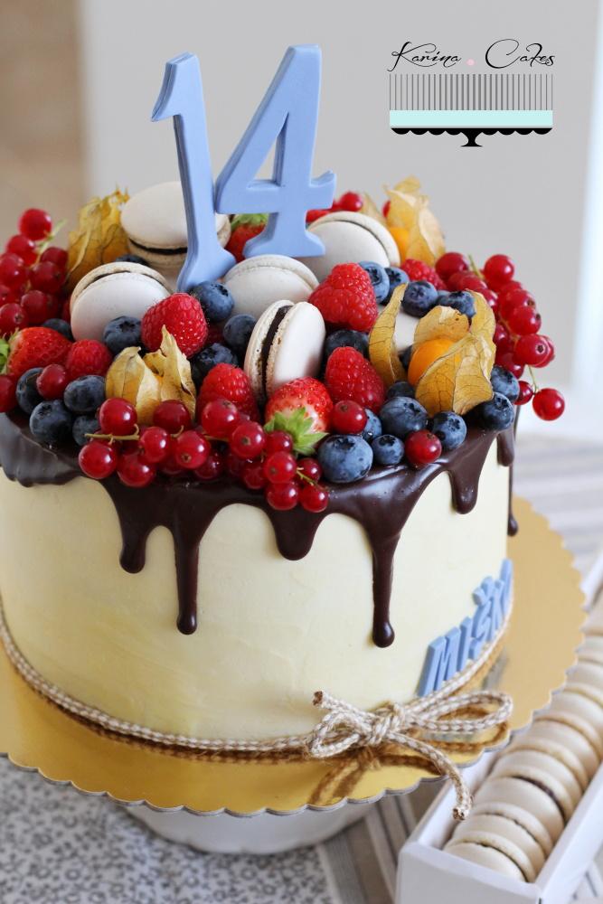 Torta s ovocím a makrónkami_2582