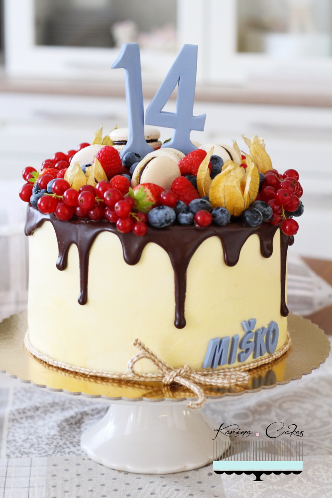 Torta s ovocím a makrónkami_2600